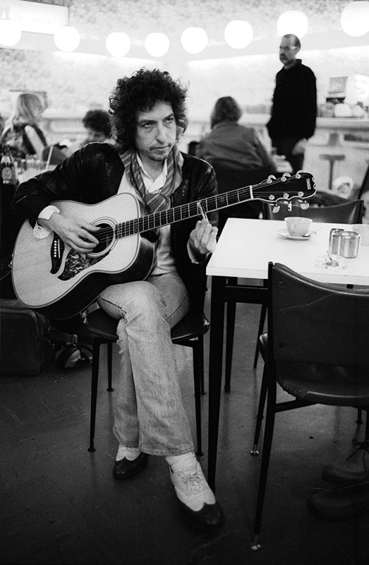 Bob Dylan, Hong Kong International Airport, 1978 (Vertical)