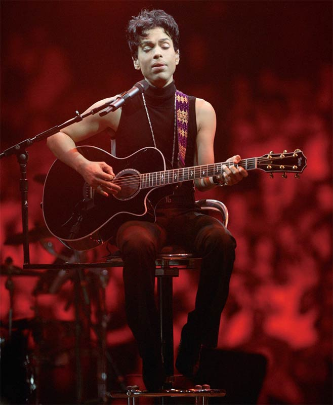 Prince Onstage Seated Playing Acoustic Guitar, Musicology Tour, 2004