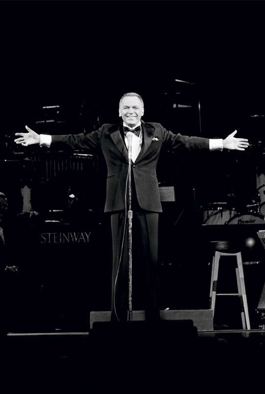 Frank Sinatra Onstage, Arms Open, London, 1989