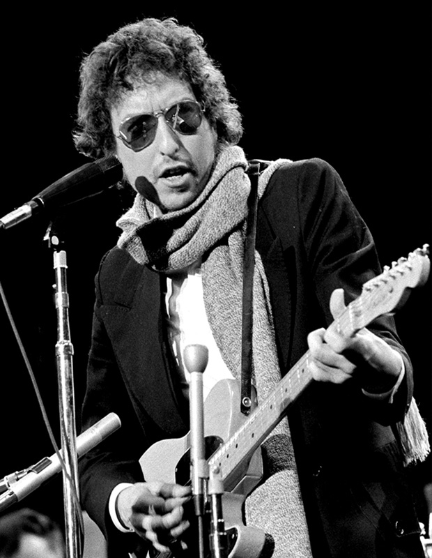 Bob Dylan at the Mic, Boston Garden, 1974