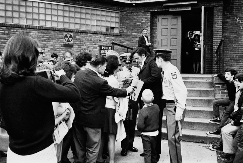 Johnny Cash with Fans, Johnny Cash Show, TN, 1969