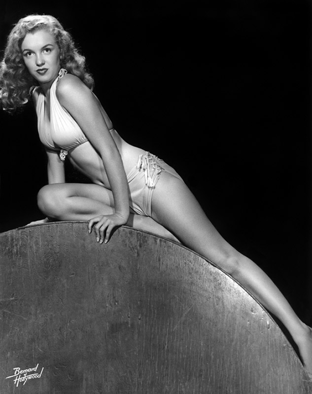 Norma Jean, Classic Pin-Up, 1946 (B&W)