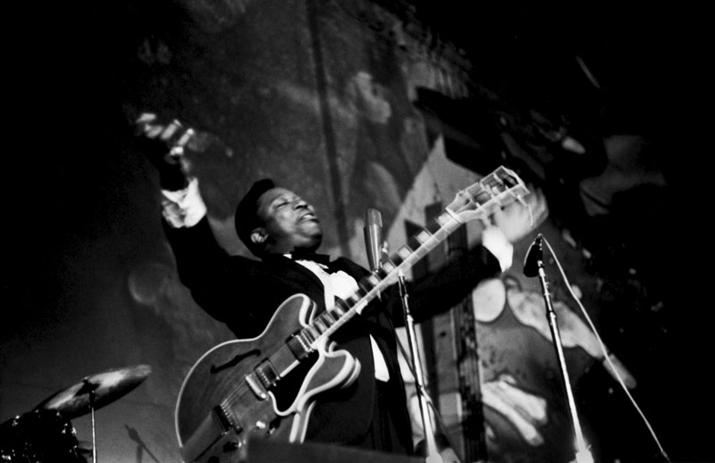 BB King Performing with the Lightshow at the Fillmore, San Francisco, 1968