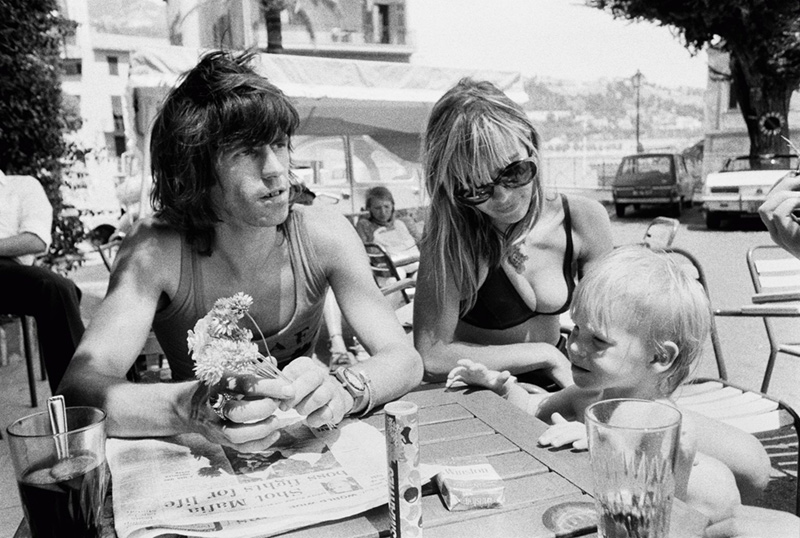 Keith Richards, Anita Pallenberg, and Marlon at a Cafe in France, 1971