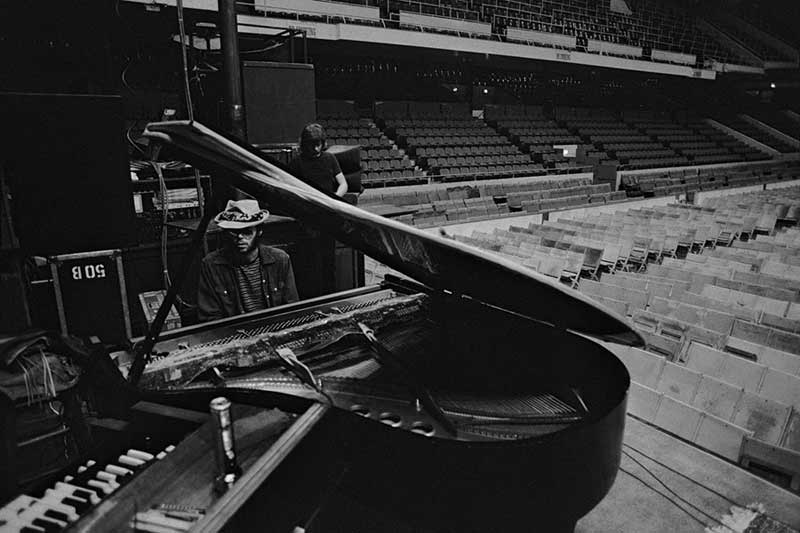 Neil Young, CSNY Soundcheck, Boston Garden, 1974