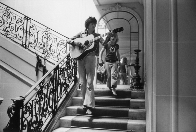Keith Richards on the Stairs with Jake Weber, Nellcôte, France, 1971