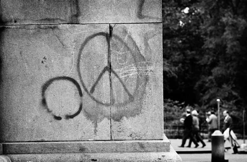 Peace on a New York Pillar, New York, 1964