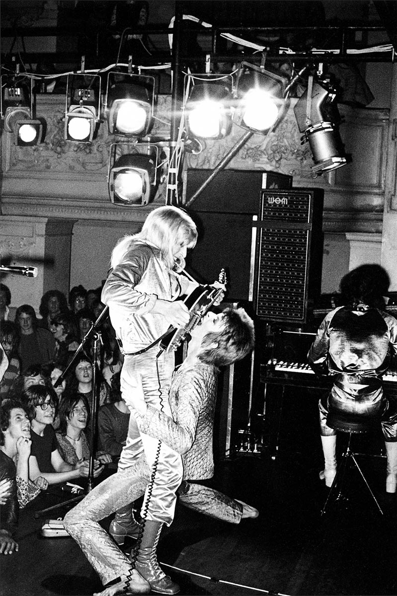 David Bowie and Mick Ronson, Guitar Fellatio, 1972